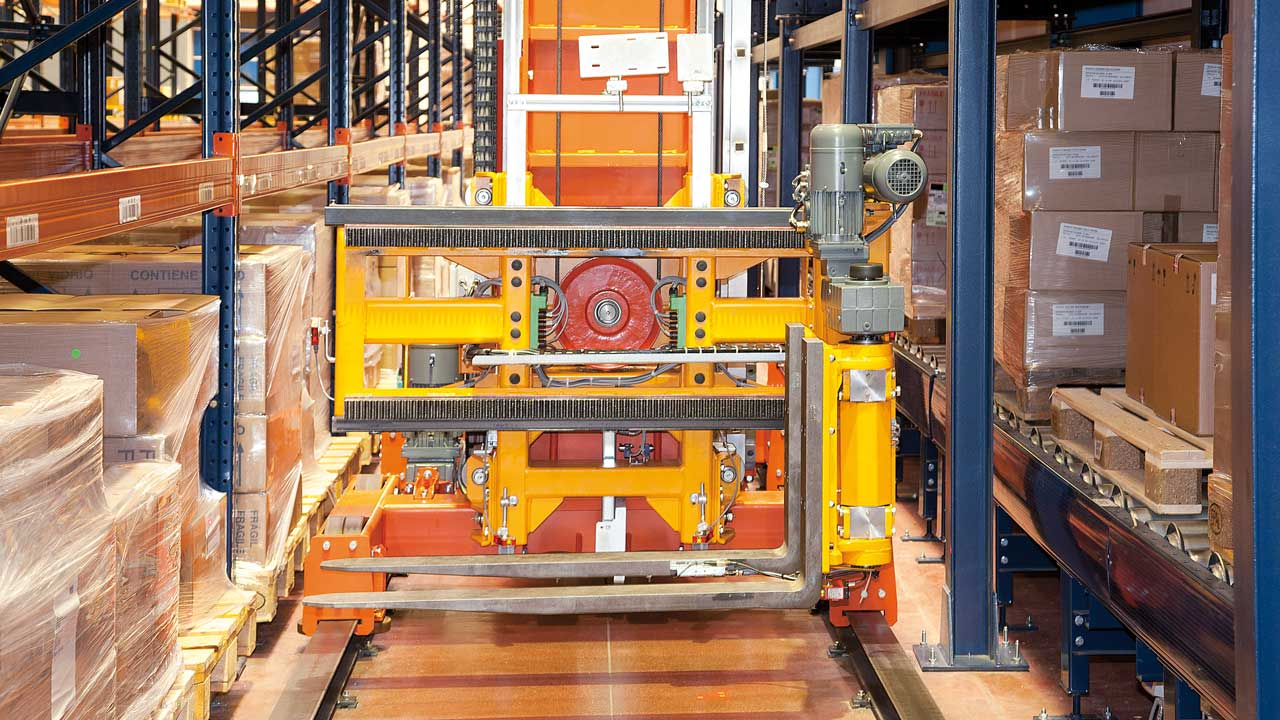 Success story Automatic Trilateral Stacker Crane: Disalfarm